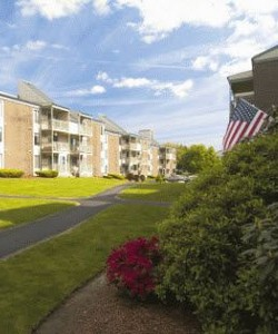 Nutmeg Woods Pet-Friendly Apartments in New London, CT