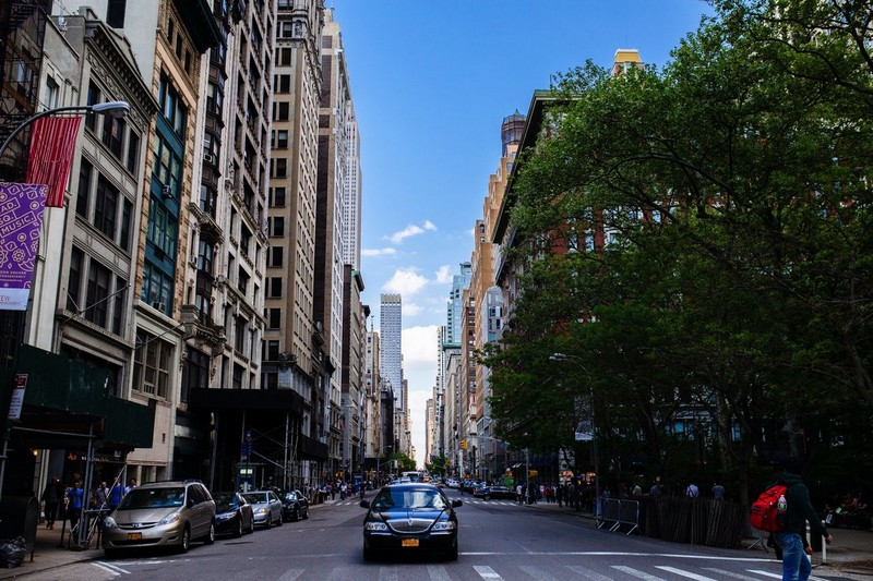 New York skyline with busy street and tall buildings