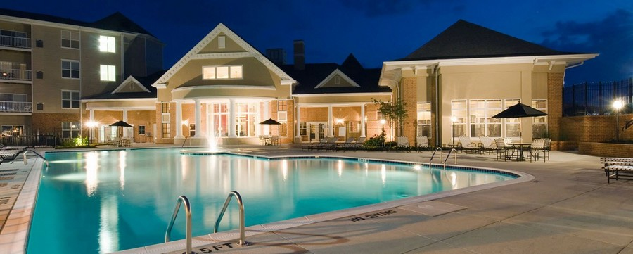 Swimming pool with seating