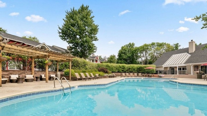 swimming pool, pergola, leasing office. Click to view the photo gallery.