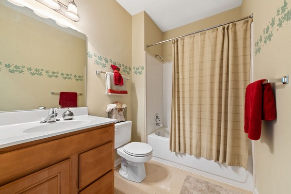 Apartment bathroom. Click to view the photo gallery.