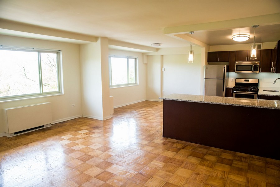 dining area, windows and kitchen