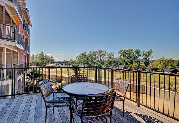 Outdoor seating area. Click to view the photo gallery.