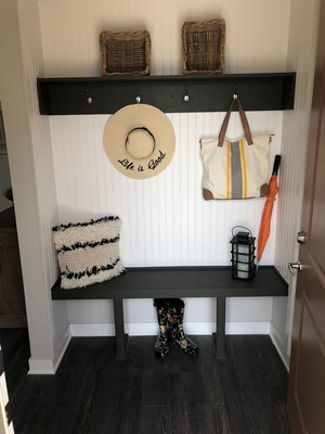 Apartment entryway. Click to view the photo gallery.