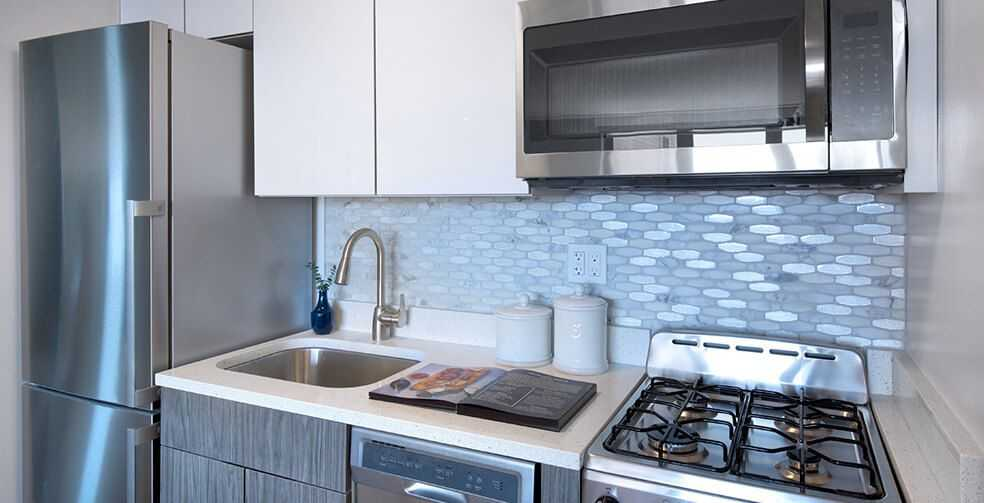 1 Bedroom Apartment Manhattan with Quartz Countertops